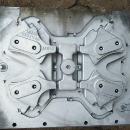 厂家生产连接支架 定制护风罩支架覆膜砂模具 汽车支架模具