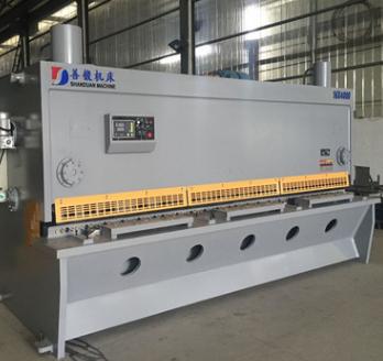 划算的钢结构建筑25毫米数控剪板机价格善锻6米闸式液压剪板机