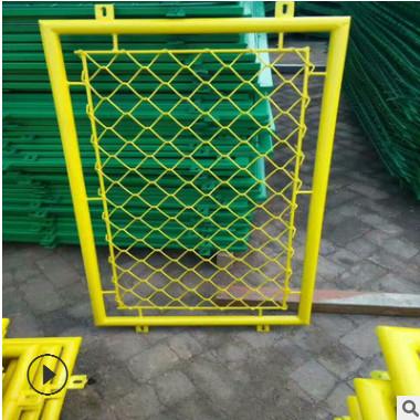 厂家直销篮球场勾花护栏 绿色铁丝运动场围网隔离栏可定做